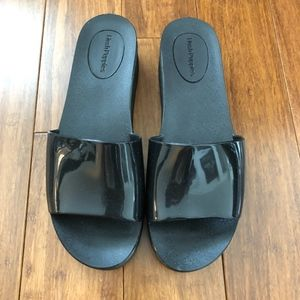 5470a008d8b Black Hush Puppies slide on shoes size 9